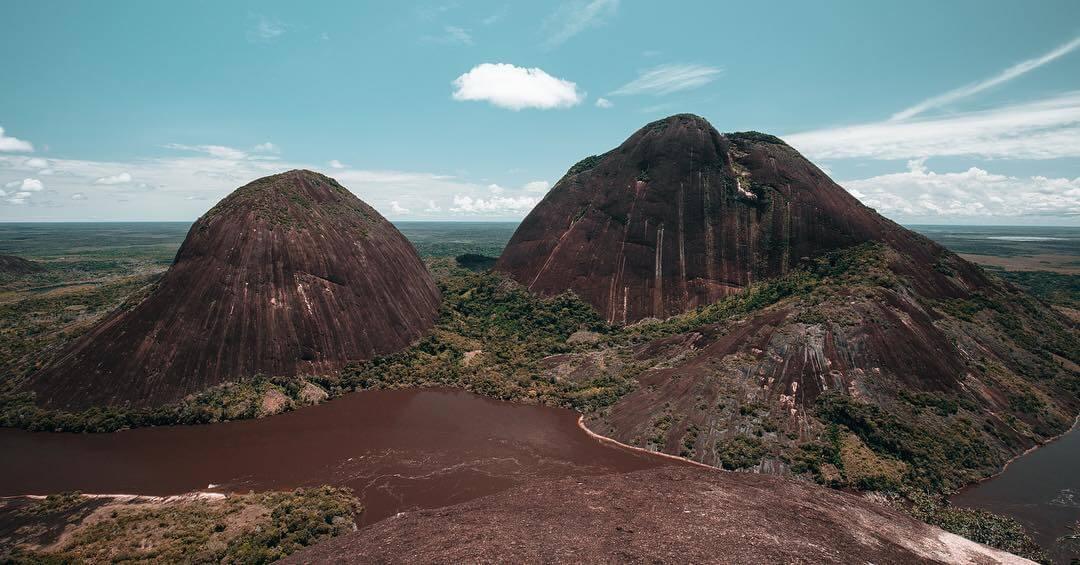 Vista área de los Cerros de Mavecure