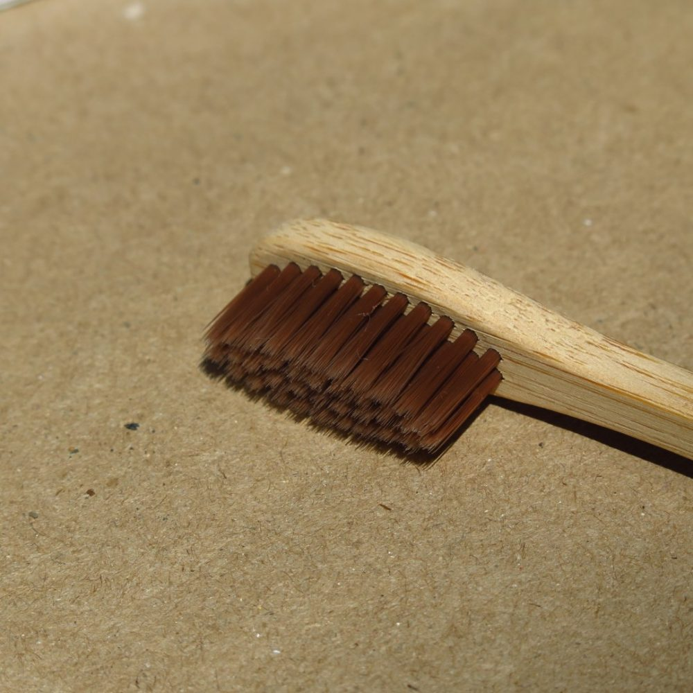 cepillo de dientes bambú café oscuro