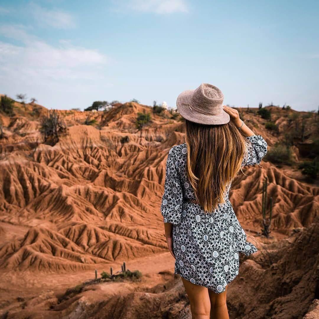 Hiking and hiking through the Tatacoa desert