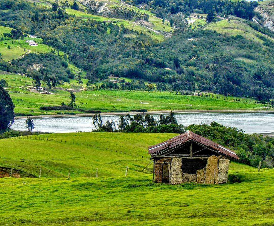 Laguna de Suesca cerca de Bogotá