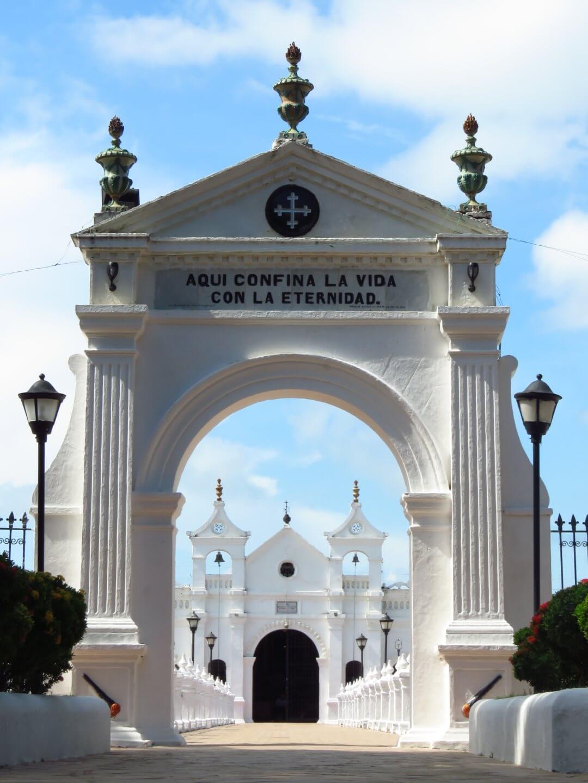 Cementerio de Santa Cruz de Mompos