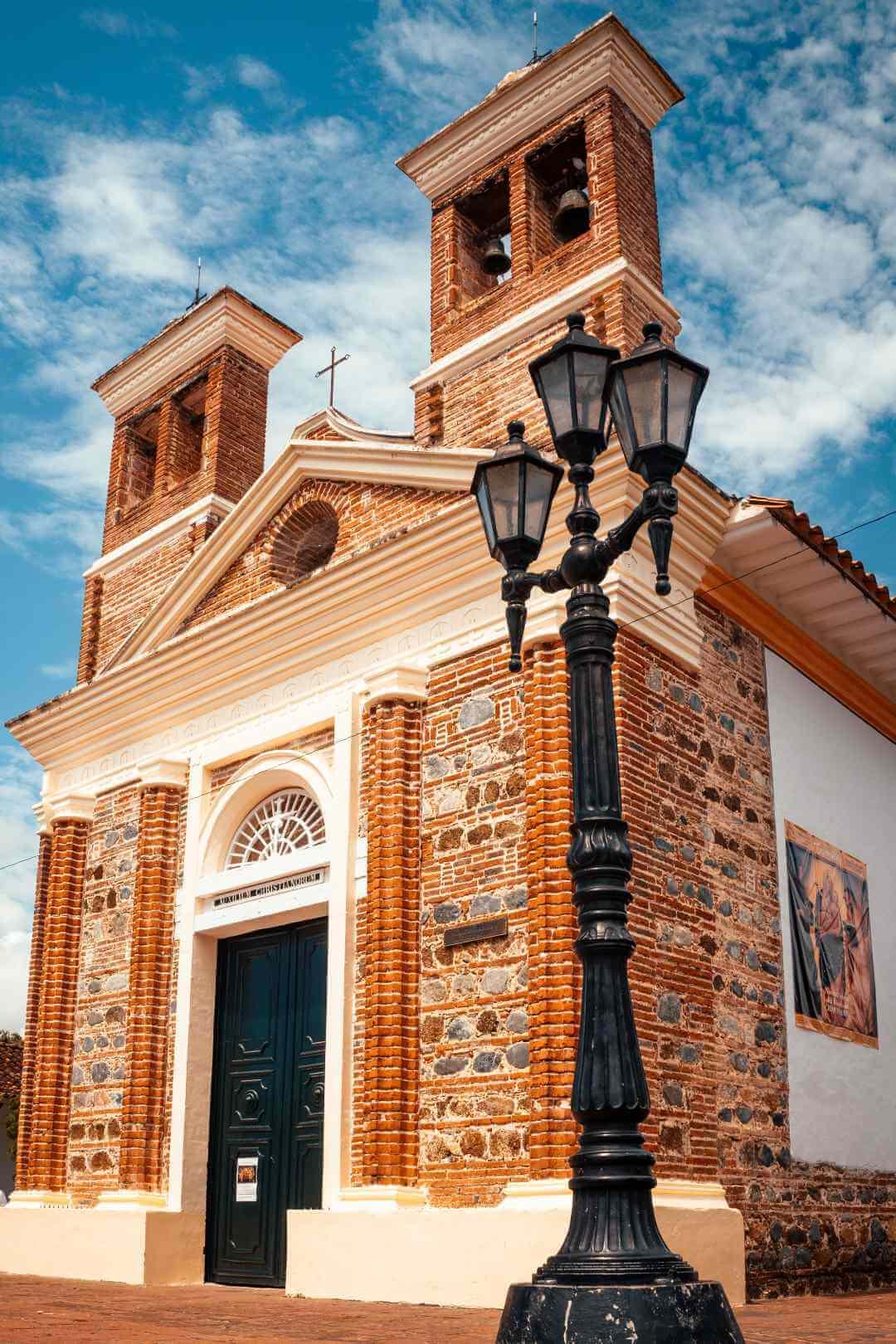 Iglesia linda de Santa Fe de Antioquia