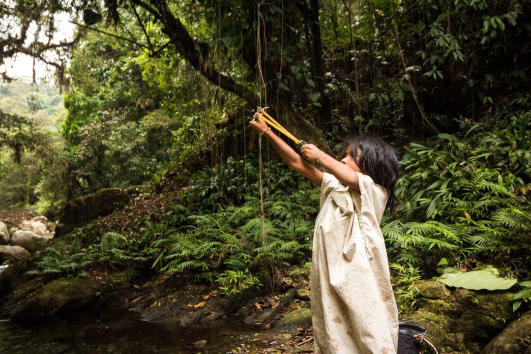 Indigena con cauchera