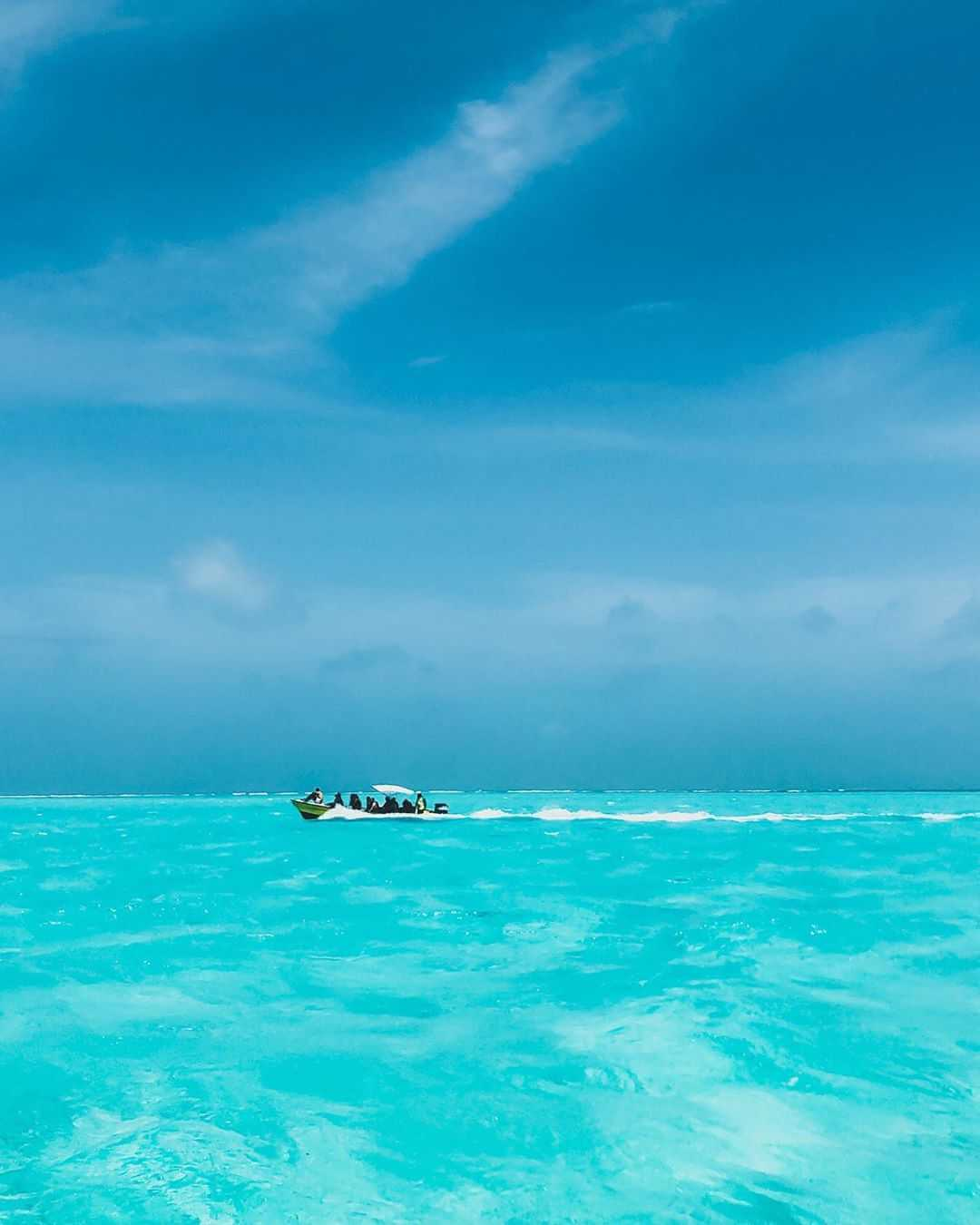 Transporte en lancha a Jhonny Cay y El Acuario