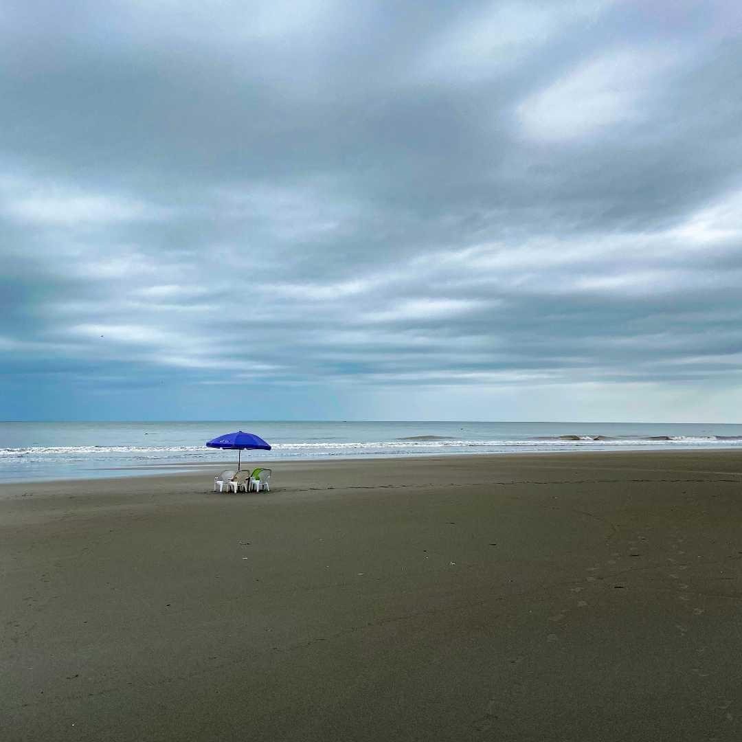 Playa solitaria de Ladrilleros