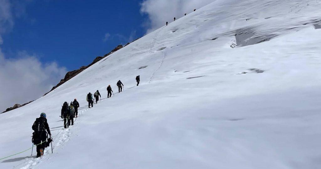 Caminar por el Nevado Santa Isabel